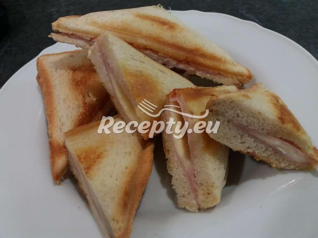 Zapečené toasty se šunkou a hermelínem